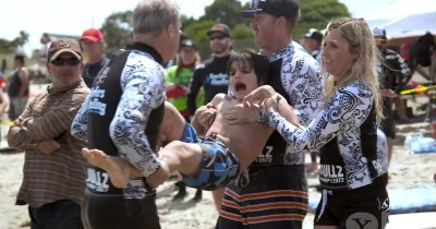 This Kid is About to Get Dragged into the Ocean — See the Beautiful Reason Why